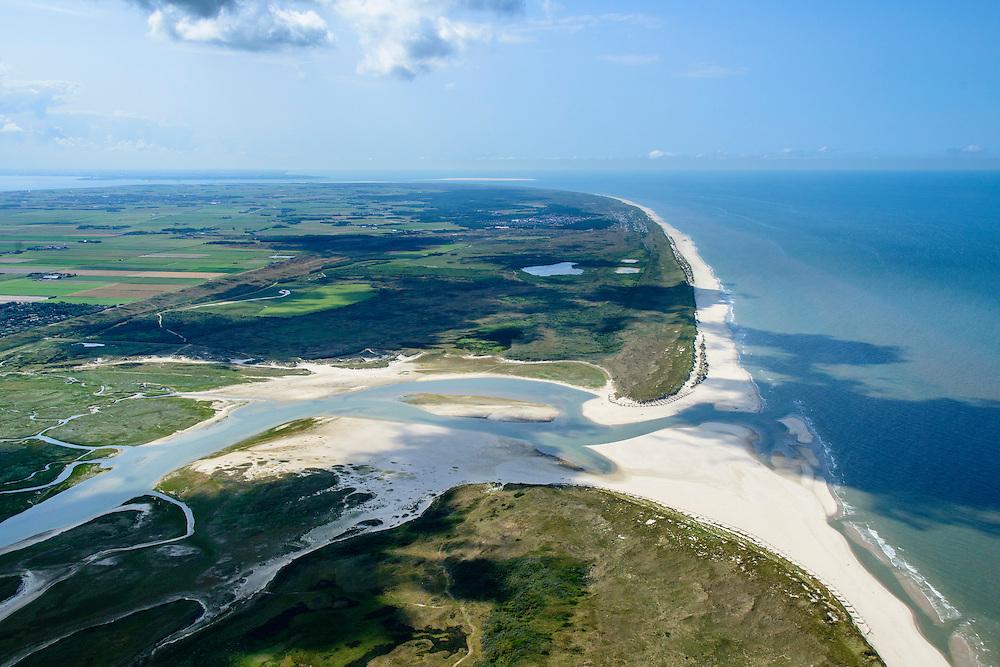 Nederland, Noord-Holland, Texel, 05-08-2014;  De Slufter, gezien in zuidelijke richting, rechts de Noordzee. Het Marsdiep met de zandplaat Noorderhaaks aan de horizon. Het natuurgebied, een duinvalllei met kreken, is ontstaan doordat de duinen in het verleden doorgebroken zijn. De Sluftervallei staat in open verbinding met de Noordzee en wordt beinvloed door eb en vloed.<br /> View on natural area The Slufter, beach and dunes of the isle of Texel. Northsea on the right.<br /> luchtfoto (toeslag op standard tarieven);<br /> aerial photo (additional fee required);<br /> copyright foto/photo Siebe Swart