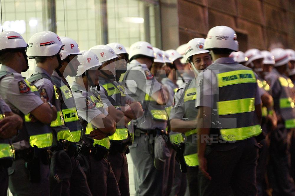 SAO PAULO, SP, 09.08.2013 - 5º GRANDE ATO FORA ALCKMIN - Manifestantes se reunem em frente a estação Butantã do Metro região oeste de São Paulo nesta sexta-feira (9) para o 5º Grante Ato fora Alckmin. (Foto: Marcelo Brammer / Brazil Photo Press)