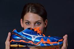 22-05-2015 NED: Selectie Nederlands Volleybalteam vrouwen 2015, Arnhem<br /> Op Papendal werd de photoshoot met de Nederlandse Volleybal vrouwen gedaan / Robin de Kruijf #5 met Mizuno