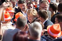 07 SEP 2013, ORANIENBURG/GERMANY:<br /> Angela Merkel, CDU, Bundeskanzlerin, zwischen Buergern /Gaesten auf dem Weg zum Podium, waehrend einem Wahlkampfauftritt anl. der Bundestagswahl 2013, Schlossplatz, Oranienburg<br /> IMAGE: 20130907-01-008<br /> KEYWORDS: Wahlkampf, Gäste, Bürger, Bad in der Menge, Parteianhänger, Parteianhaenger, Mitglieder, Zuschauer, Zuhoerer, Zuhörer