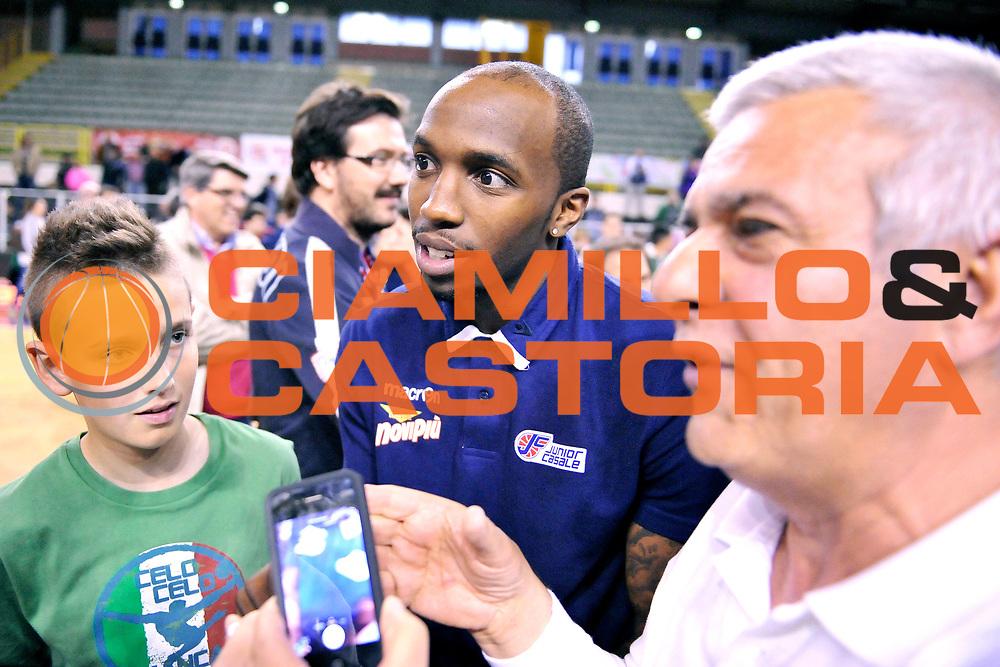 DESCRIZIONE: Casale Monferrato LNP ADECCO GOLD 2013/2014 Novipiu Casale Monferrato-Pallacanestro Trieste 2004  <br /> GIOCATORE: Kevin Dillard<br /> CATEGORIA: fair play <br /> SQUADRA: Novipiu Casale Monferrato<br /> EVENTO: Campionato LNP ADECCO GOLD 2013/2014<br /> GARA: Novipiu Casale Monferrato-Pallacanestro Trieste 2004 <br /> DATA: 27/04/2014<br /> SPORT: Pallacanestro <br /> AUTORE: Junior Casale/G.Gentile<br /> Galleria: LNP GOLD 2013/2014<br /> Fotonotizia: Casale Monferrato Campionato LNP ADECCO GOLD 2013/2014 Novipiu Casale Monferrato-Pallacanestro Trieste 2004<br /> Predefinita: