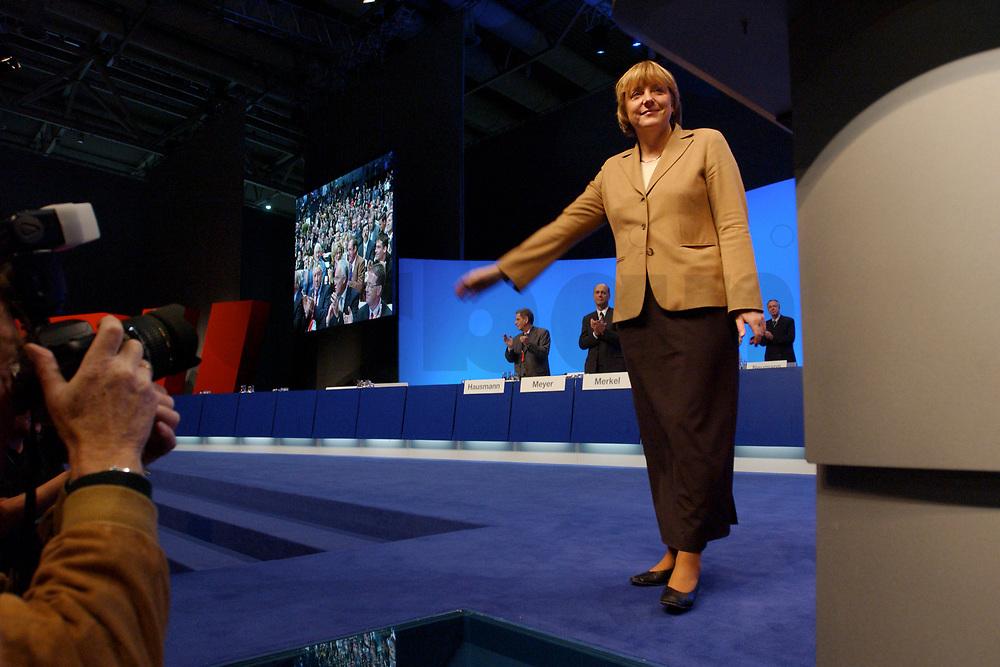 11 NOV 2002, HANNOVER/GERMANY:<br /> Angela Merkel, CDU Bundesvorsitzende, nach ihrer Wiederwahl, CDU Bundesparteitag, Hannover Messe<br /> IMAGE: 20021111-01-122<br /> KEYWORDS: Parteitag, party congress,