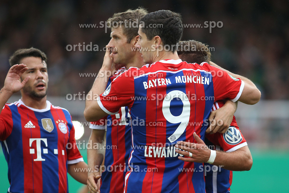 17.08.2014, Preussenstadion, Muenster, GER, DFB Pokal, SC Preussen Muenster vs FC Bayern Muenchen, 1. Runde, im Bild Thomas Mueller (FC Bayern Muenchen #25) und Sommer-Neuzugang Robert Lewandowski (FC Bayern Muenchen #9) beim Torjubel nach dem Treffer zum 1:0 // during the 1st round match of German DFB Pokal between SC Preussen Muenster vs FC Bayern Munich at the Preussenstadion in Muenster, Germany on 2014/08/17. EXPA Pictures &copy; 2014, PhotoCredit: EXPA/ Eibner-Pressefoto/ Schueler<br /> <br /> *****ATTENTION - OUT of GER*****