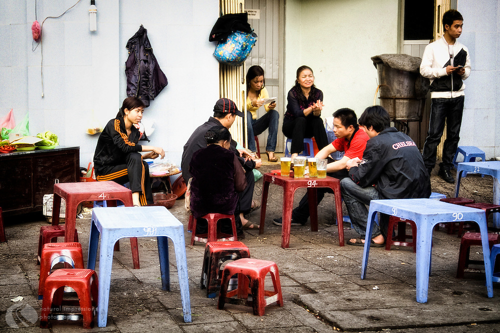 Lunchtime-in-downtown-Hanoi