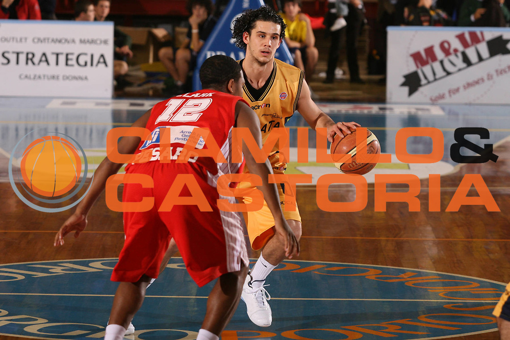 DESCRIZIONE : Porto San Giorgio Lega A1 2007-08 Premiata Montegranaro Scavolini Spar Pesaro <br /> GIOCATORE : Luca Vitali <br /> SQUADRA : Premiata Montegranaro <br /> EVENTO : Campionato Lega A1 2007-2008 <br /> GARA : Premiata Montegranaro Scavolini Spar Pesaro <br /> DATA : 21/10/2007 <br /> CATEGORIA : Palleggio <br /> SPORT : Pallacanestro <br /> AUTORE : Agenzia Ciamillo-Castoria/G.Ciamillo