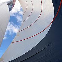 MULTI 50' Le trimaran de 50 pieds FenêtréA-Cardinal 3 n'est autre que l'ancien Crêpes Whaou ! 3 , l'un des bateaux les plus performants du circuit, initialement aux mains de Franck-Yves Escoffier. Dessiné par les architectes Marc Van Peteghem et Vincent Lauriot-Prévost, construit par le chantier CDK, il a été mis à l'eau en août 2009 et racheté en 2011 par FenêtréA-Cardinal. Désormais entre les mains d'Erwan Le Roux depuis janvier 2012, ce trimaran est considéré comme l'un des plus compétitif de la classe Multi50 et son barreur, l'un des ténors du circuit. II ne cesse de truster les podiums et les victoires