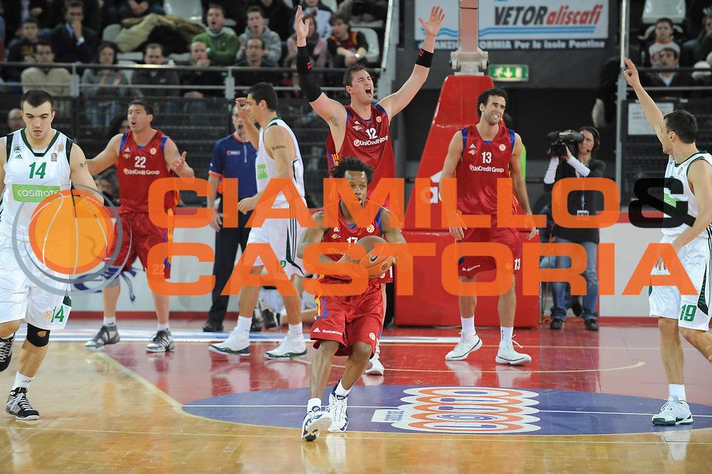 DESCRIZIONE : Roma Eurolega 2008-09 Lottomatica Virtus Roma Panathinaikos Atene<br /> GIOCATORE : Ruben Douglas Primo brezec<br /> SQUADRA : Lottomatica Virtus Roma<br /> EVENTO : Eurolega 2008-2009<br /> GARA : Lottomatica Virtus Roma Panathinaikos Atene<br /> DATA : 26/02/2009<br /> CATEGORIA : Palleggio<br /> SPORT : Pallacanestro<br /> AUTORE : Agenzia Ciamillo-Castoria/G.Ciamillo