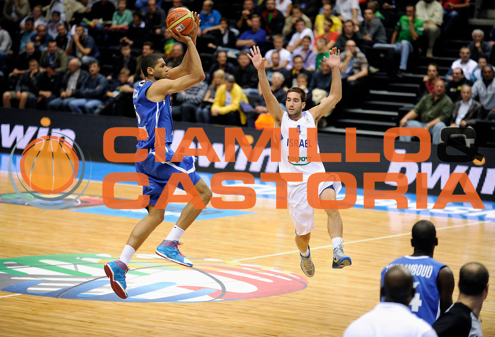 DESCRIZIONE : Siauliai Lithuania Lituania Eurobasket Men 2011 Preliminary Round Israele Francia<br /> GIOCATORE : nicolas batum<br /> CATEGORIA : tiro<br /> SQUADRA : Israele Francia<br /> EVENTO : Eurobasket Men 2011<br /> GARA : Israele Francia<br /> DATA : 01/09/2011 <br /> SPORT : Pallacanestro <br /> AUTORE : Agenzia Ciamillo-Castoria/GJ.Molliere<br /> Galleria : Eurobasket Men 2011 <br /> Fotonotizia : Siauliai Lithuania Lituania Eurobasket Men 2011 Preliminary Round israele Francia<br /> Predefinita :