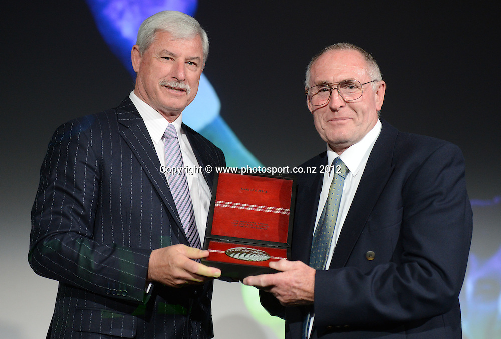 Sir Richard Hadlee presents The Sir Richard Hadlee medal for NZ Cricket player of the year to Martin Guptill whose father accepted the award in his absence, Peter Guptill. Pullman Hotel, Auckland, Thursday 18 October 2012. Photo: Andrew Cornaga/Photosport.co.nz