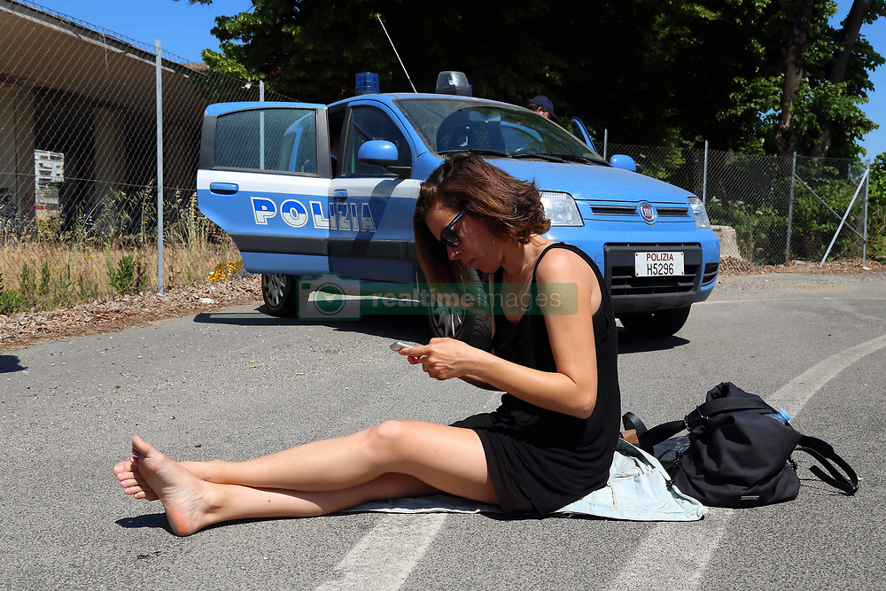 May 19, 2017 - Roma, RM, Italy - New eviction in Rome of migrants welcomed by Baobab Experience volunteers behind the Tiburtina Station. (Credit Image: © Matteo Nardone/Pacific Press via ZUMA Wire)