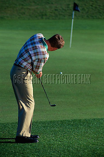 Simon Holmes tuition. Chip and run drill<br /> Picture Credit Nick Walker:Golf Picture Bank