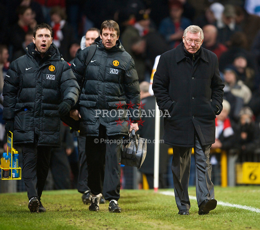 MANCHESTER, ENGLAND - Saturday, January 31, 2009: Manchester United's manager Alex Ferguson during the Premiership match against Everton at Old Trafford. (Mandatory credit: David Rawcliffe/Propaganda)