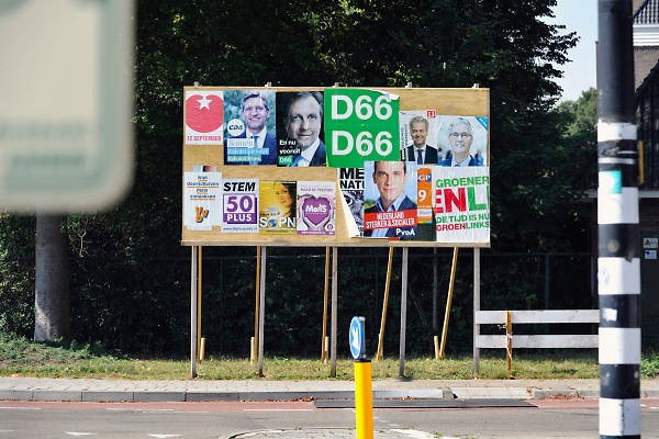 Nederland, Nijmegen, 29-8-2012Verkiezingsbord met affiches voor de komende verkiezingen voor de tweede kamer.Netherlands, election board with posters for the forthcoming national elections. Foto: Flip Franssen/Hollandse Hoogte