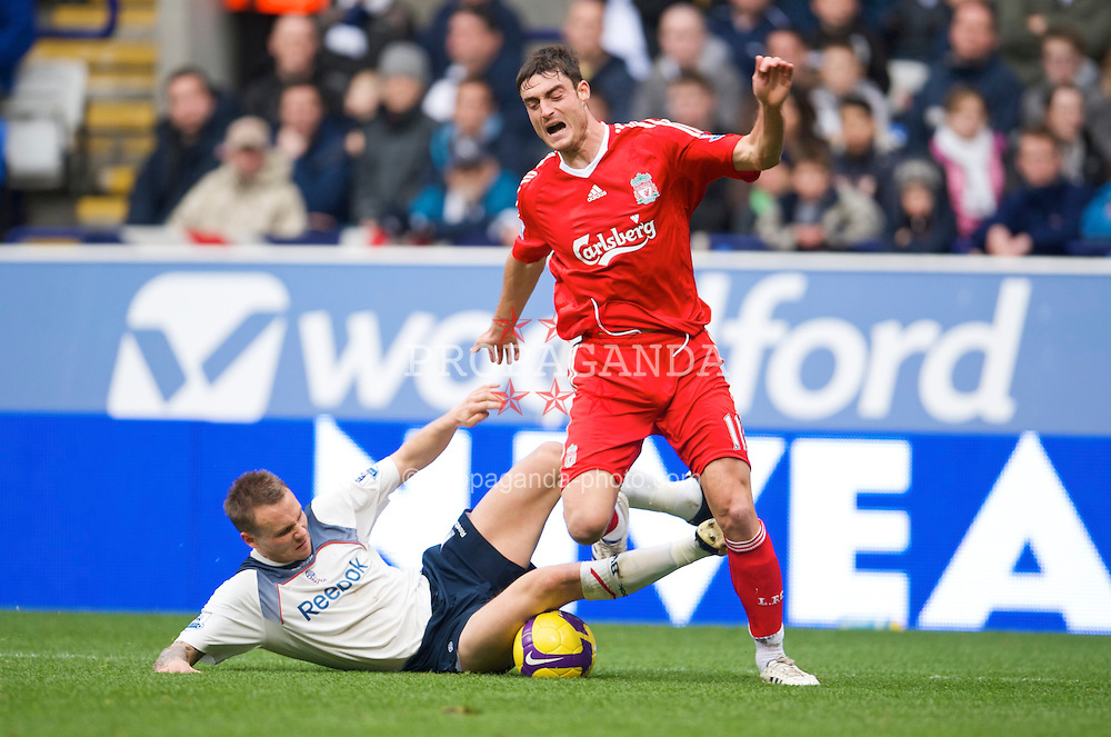 BOLTON, ENGLAND - Saturday, November 15, 2008: Liverpool's Albert Riera in action against Bolton Wanderers during the Premiership match at the Reebok Stadium. (Photo by David Rawcliffe/Propaganda)