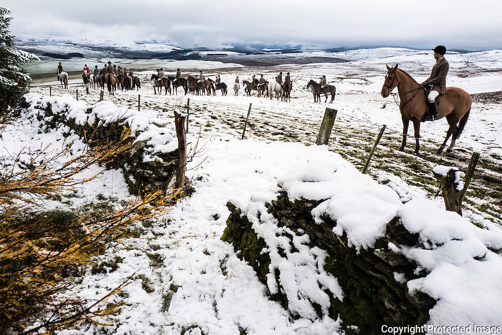 Hawick, Scottish Borders, UK. 9th November 2016.The Duke of Buccleuch Hunt hold their opening meet in the snow near Hawick in the Scottish Borders. © Chris Strickland / Alamy Live News