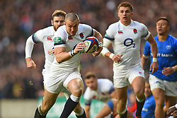 November 25, 2017 - London, England, United Kingdom - England's Mike Brown finds the gap during Old Mutual Wealth Series between England against Samoa at Twickenham stadium , London on 25 Nov 2017  (Credit Image: © Kieran Galvin/NurPhoto via ZUMA Press)