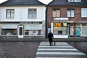 Nederland, Neede, 30-1-2013Straatbeeld in het centrum van het dorp in de Achterhoek. Rechts een opgeheven agentschap van de regionale krant, dagblad,Twentsche Courant, Tubantia in de vroegere winkel van een dorpsfotograaf.Foto: Flip Franssen