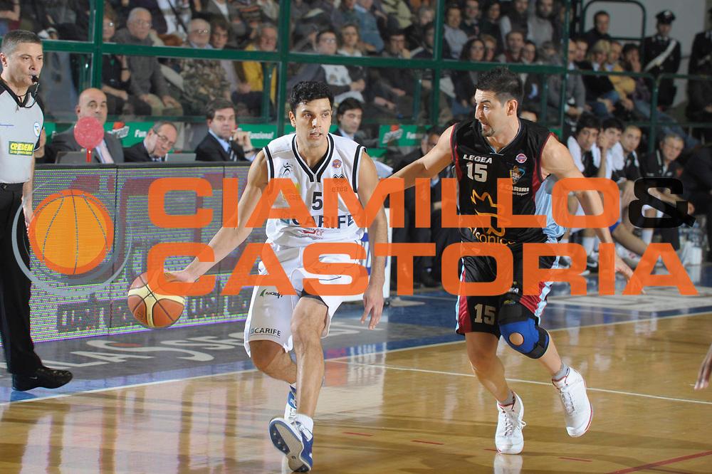 DESCRIZIONE : Ferrara Lega A1 2008-09 Carife Ferrara Solsonica Rieti<br /> GIOCATORE : Daniel Farabello<br /> SQUADRA : Carife Ferrara<br /> EVENTO : Campionato Lega A1 2008-2009 <br /> GARA : Carife Ferrara Solsonica Rieti<br /> DATA : 11/01/2009<br /> CATEGORIA : Palleggio<br /> SPORT : Pallacanestro <br /> AUTORE : Agenzia Ciamillo-Castoria/M.Gregolin