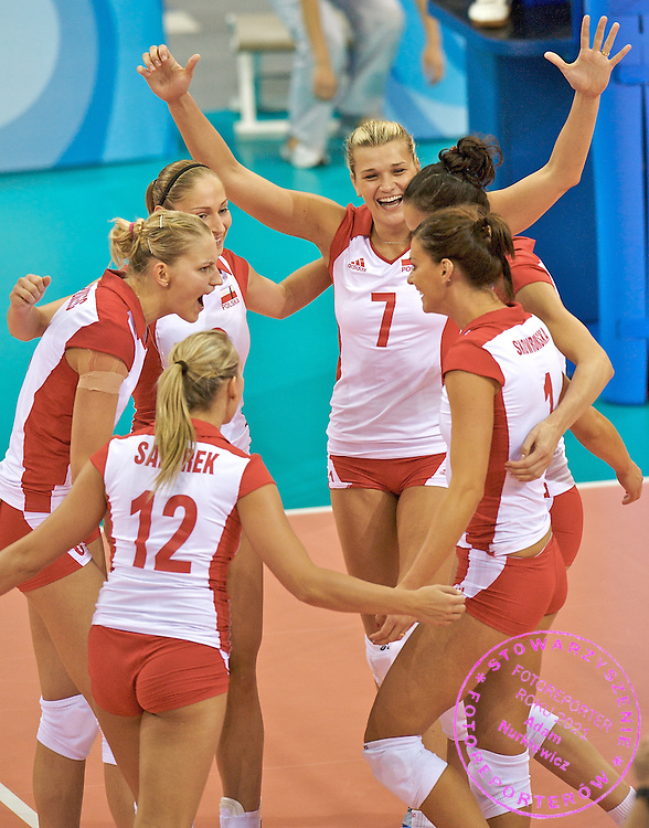 (C) MALGORZATA GLINKA AND HIS TEAMMATES CELEBRATE THE POINT FOR POLAND (VOLLEYBALL) DURING VOLLEYBALL MATCH BETWEEN POLAND AND CUBA DURING THE BEIJING 2008 SUMMMER OLYMPICS GAMES IN BEIJING, CHINA.. .CHINA , BEIJING , AUGUST 9, 2008..( PHOTO BY ADAM NURKIEWICZ / MEDIASPORT )..PICTURE ALSO AVAIBLE IN RAW OR TIFF FORMAT ON SPECIAL REQUEST.