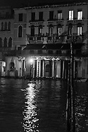 Italy. Venice. the arches  of the old market near the Grand Canal, in Rialto area.  Venice - Italy  / les arcades du vieux marche central, le long du grand canal pres du pont du  Rialto  Venise - Italie