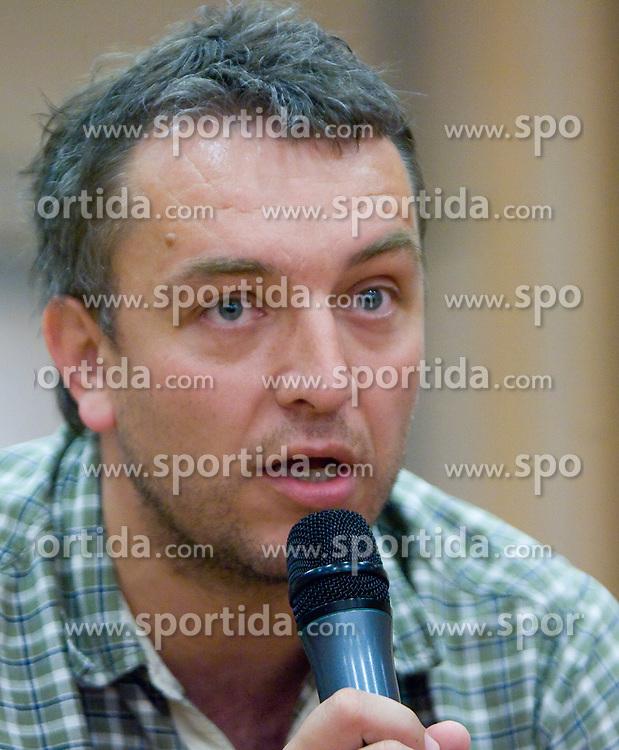 Tomaz Tomsic na okrogli mizi na temo o preteklosti, sedanjosti in prihodnosti slovenskega rokometa v organizaciji SportForum Slovenija, 21. maj 2009,  Austria Trend Hotel, Ljubljana, Slovenija. (Photo by Vid Ponikvar / Sportida)
