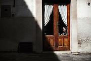 Anziana nel centro storico di Troia. Troia 29 Maggio 2014.  Christian Mantuano / OneShot