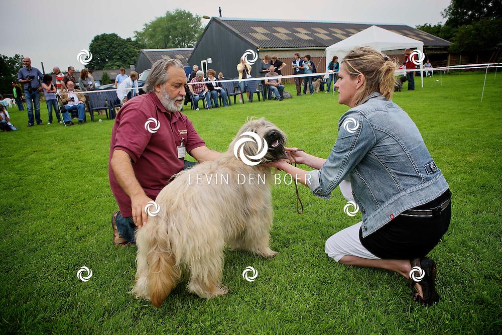 KERKWIJK - Bij de Dog Center is de jaarlijkse show weer in volle gang. Met diversen deelnemers uit Nederland en uit het buitenland. FOTO LEVIN DEN BOER - PERSFOTO.NU