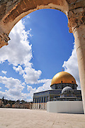 Israel, Jerusalem Old City, Dome of the Rock on Haram esh Sharif (Temple Mount) a Qanatir (The Arch) in the foreground