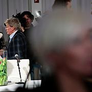 NLD/Naarden/20100311 - Persconferentie van Jan des Bouvrie, Monique des Bouvrie word geinterviewd