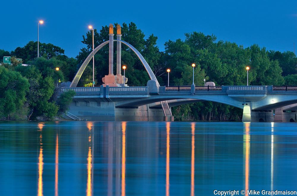 Norwood Brige over the Red River at dusk<br /> Winnipeg<br /> Manitoba<br /> Canada