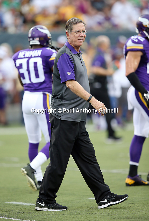 Minnesota Vikings offensive coordinator Norv Turner watches pregame warmups before the Pittsburgh Steelers 2015 NFL Pro Football Hall of Fame preseason football game against the Minnesota Vikings on Sunday, Aug. 9, 2015 in Canton, Ohio. The Vikings won the game 14-3. (©Paul Anthony Spinelli)
