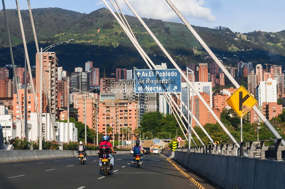 Colombie, Antioquia, Medellin, Comuna 14, accès quartier chic El Poblado // Colombia, Antioquia region, Medellin city, Comuna 14, for upper district of El Poblado