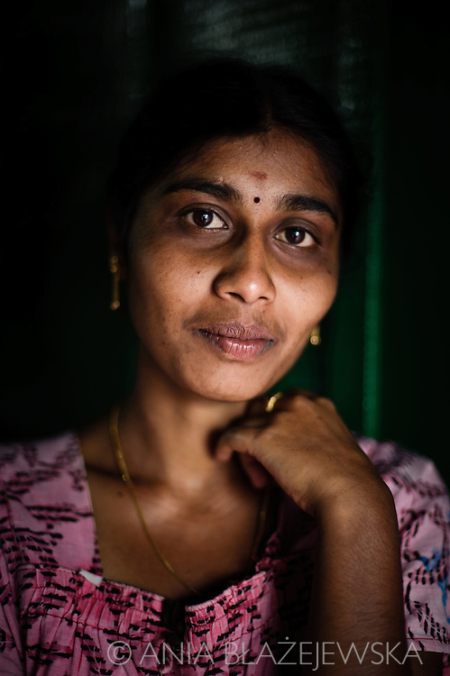 India, Kerala. Portrait of a beautiful Tamil woman from a tea pickers village situated in Munnar area.