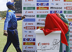 July 29, 2018 - Dambulla, Sri Lanka - Sri Lankan captain Angelo Mathews (L) looks on as  South African captain Faf Du Plessis looks at the  trophy hidden under a cloth during the 1st One Day International cricket match between Sri Lanka and South Africa at Rangiri Dambulla International Stadium, Dambulla, Sri Lanka on Sunday 29 July 2018  (Credit Image: © Tharaka Basnayaka/NurPhoto via ZUMA Press)