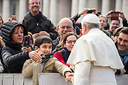AM01; POPE; FRANCIS; SAINT PETER; BASILICA; OUTSIDE ; MARCH 28, 2018; GENERAL AUDIENCE; WEDNESDAY; GAM28; ARRIVE; ARRIVING; BLESS; BLESSES; FAITHFULL; PILGRIMS; SQUARE; VATICAN;