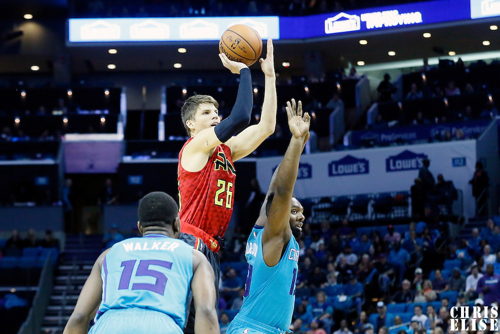 01 November 2015: Atlanta Hawks guard Kyle Korver (26) takes a jump shot during the Atlanta Hawks 94-92 victory over the Charlotte Hornets, at the Time Warner Cable Arena, in Charlotte, North Carolina, USA.