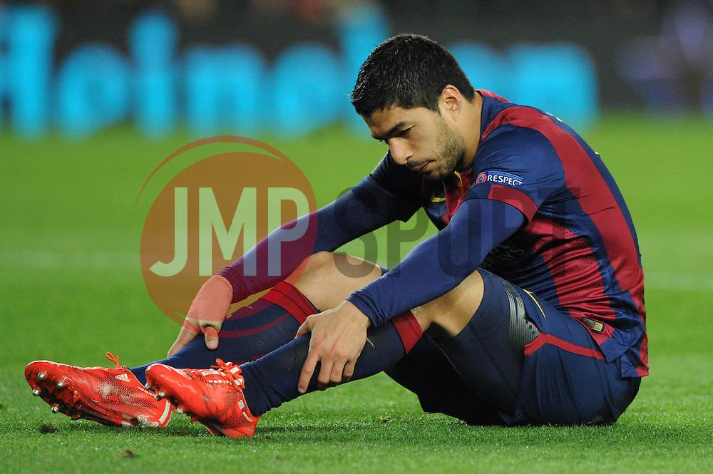 Barcelona's Luis Suarez cuts a dejected figure - Photo mandatory by-line: Dougie Allward/JMP - Mobile: 07966 386802 - 18/03/2015 - SPORT - Football - Barcelona - Nou Camp - Barcelona v Manchester City - UEFA Champions League - Round 16 - Second Leg