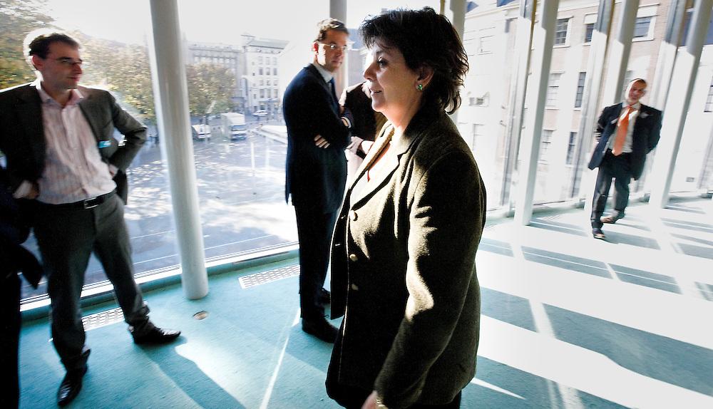 Nederland. Den Haag, 16 oktober 2007. <br /> Oud VVD fractielid Rita Verdonk heeft gisteravond bekend gemaakt haar partijlidmaatschap op te zeggen. In een gesprek met het partijbestuur van de VVD werd ze voor de keus gesteld of haar zetel of haar lidmaatschap van de VVD opgeven. Ze koos voor het laatste en gaat als partijloos kamerlid verder.<br /> Foto Martijn Beekman <br /> NIET VOOR TROUW, AD, TELEGRAAF, NRC EN HET PAROOL