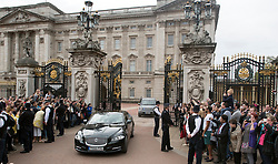 © Licensed to London News Pictures. 08/05/2015. CITY/TOWN e.g Windsor, UK  David Cameron leaves Buckingham Palace after visiting the Queen. the day after the general election 8th May 2015. . Photo credit : Stephen Simpson/LNP