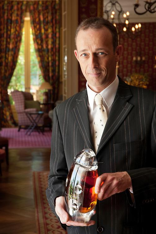 Botella de Hennessy Elipse (3.600&euro;) en la casa de hu&eacute;spedes de la familia Hennesy Palacio de Bagnoles<br /> Cognac, Poitou-Charentes.<br /> Francia.