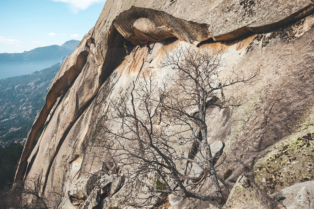 Climber climbing in a horizontal crack using removable insurance