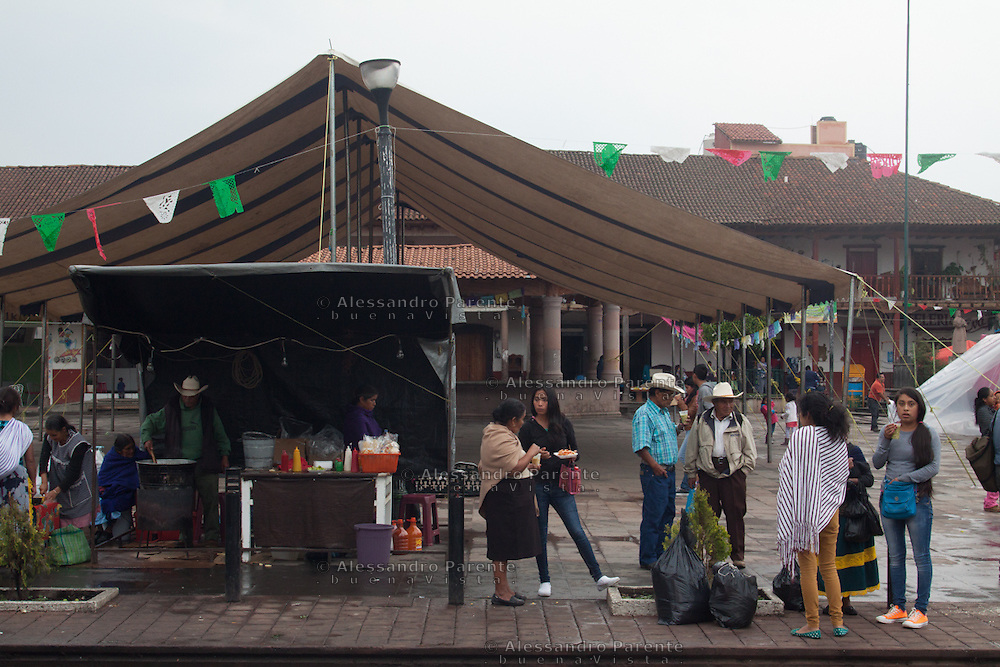 Vita quotidiana in piazza a Cheran