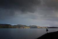 Ferðamaður í fallegri kvöldbirtu við Langasjó. A hiker by lake Langisjor.