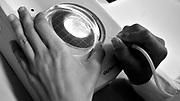 Javier Calvelo/ URUGUAY/ MONTEVIDEO/ La Ruta de la Lana - Instituto Pasteur/ Proyecto documental acerca de las actividades relacionadas a la produccion lanera en Uruguay/ En el Instituto Pasteur funciona el Instituto de Reproducci&oacute;n Animal Uruguay (IRAUy) es un proyecto de reproduccion animal asistida (iseminacion, fertilizacion in vitro, implantacion de embriones) en el que colaboran Fundaci&oacute;n IRAUy y el Instituto de Reproducci&oacute;n Animal, junto con el Instituto Pasteur. Alli fue mi guia la estudiante de Quimica Clinica Maria Fatima Rodriguez.<br /> En la foto: Maria Fatima Rodriguez (licenciada en Bioqu&iacute;mica Cl&iacute;nica) y Federico Cuadro (veterinario) hace extraccion de ovocitos de ovarios extraidos de frigorifios y los colectan en la lupa en el laboratorio del Instituto de Reproducci&oacute;n Animal, en el Instituto Pasteur. Foto: Javier Calvelo / adhocfotos<br /> 2013-02-26 dia martes