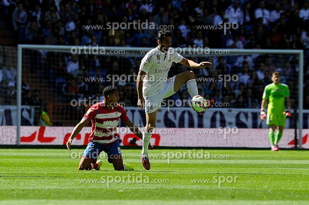 05.04.2015, Estadio Santiago Bernabeu, Madrid, ESP, Primera Division, Real Madrid vs FC Granada, 29. Runde, im Bild Real Madrid&acute;s Alvaro Arbeloa and Granada&acute;s Youssef El Arabi // during the Spanish Primera Division 29th round match between Real Madrid CF and FC Granada at the Estadio Santiago Bernabeu in Madrid, Spain on 2015/04/05. EXPA Pictures &copy; 2015, PhotoCredit: EXPA/ Alterphotos/ Luis Fernandez<br /> <br /> *****ATTENTION - OUT of ESP, SUI*****