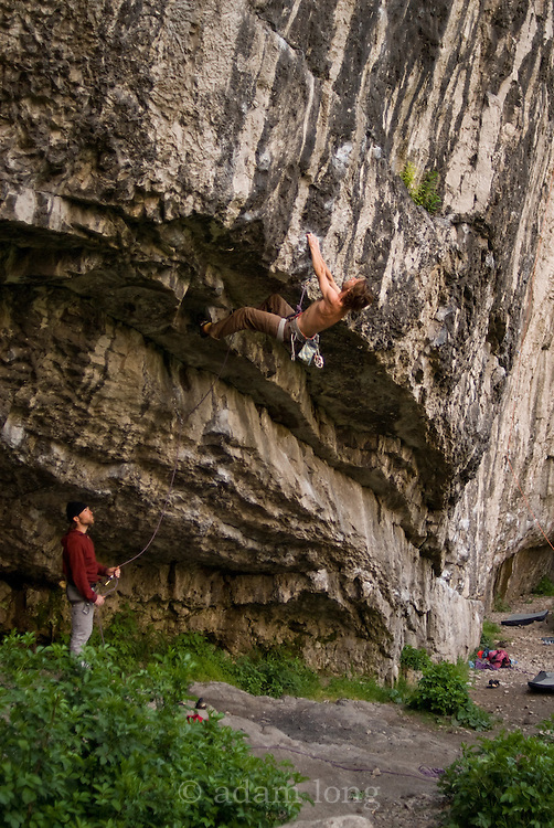 Nico Favresse on Chimes of Freedom, 8a, Raven Tor