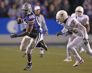 Kansas State tight end Rashaad Norwood (89) rushes up field for a first down past Texas defensive back Aaron Ross (31) in the third quarter at Bill Snyder Family Stadium in Manhattan, Kansas, November 11, 2006.  The Wildcats upset the 4th ranked Longhorns 45-42.<br />