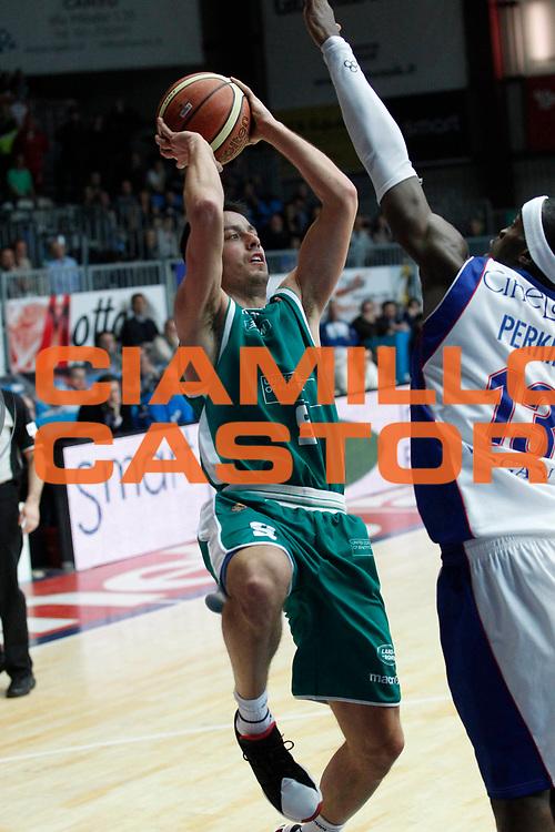 DESCRIZIONE : Cantu Campionato Lega A 2011-12 Bennet Cantu Benetton Treviso<br /> GIOCATORE : Massimo Bulleri<br /> CATEGORIA : Tiro<br /> SQUADRA : Benetton Treviso<br /> EVENTO : Campionato Lega A 2011-2012<br /> GARA : Bennet Cantu Benetton Treviso<br /> DATA : 26/02/2012<br /> SPORT : Pallacanestro<br /> AUTORE : Agenzia Ciamillo-Castoria/G.Cottini<br /> Galleria : Lega Basket A 2011-2012<br /> Fotonotizia : Cantu Campionato Lega A 2011-12 Bennet Cantu Benetton Treviso<br /> Predefinita :