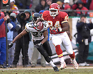 Kansas City Chiefs tight end Kris Wilson (84) rushes past Jacksonville defensive back Reshean Mathis (27) in the second half at Arrowhead Stadium in Kansas City, Missouri, December 31, 2006.  The Chiefs beat the Jaguars 35-30.<br />