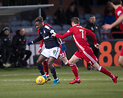 - Dundee v Aberdeen, SPFL Premiership at Dens Park - Picture by David Young - Aberdeen's Kenny McLean tries to shut down Dundee's Glen Kamara